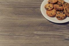 De bovenkant boven boven dichte omhooggaande meningsfoto van smakelijke yummy heerlijke knapperige knapperige koekjes met chocola stock foto's