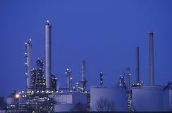 De bovenkant van chemische producten en plastiekeninstallatie Stock Foto's