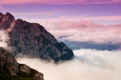 De bovenkant van de berg bij zonsondergang Royalty-vrije Stock Foto