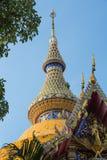 De bovenkant van de buddiststempel in Koninklijk klooster Wat Chuai Mongkong (Pattaya, Thailand) royalty-vrije stock afbeelding