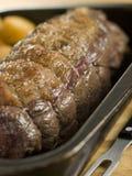 De Bovenkant van het braadstuk van Brits Rundvlees in een Dienblad Royalty-vrije Stock Foto