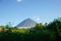 De bovenkant van Inerie-vulkaan, Indonesië Stock Afbeeldingen