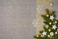 De bovenkantmening van de Kerstmislijst De textuurachtergrond van het linnentafelkleed Stock Fotografie