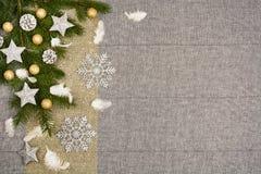 De bovenkantmening van de Kerstmislijst De textuurachtergrond van het linnentafelkleed Stock Foto