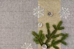 De bovenkantmening van de Kerstmislijst De textuurachtergrond van het linnentafelkleed Stock Afbeelding
