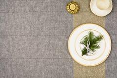 De bovenkantmening van de Kerstmislijst De textuurachtergrond van het linnentafelkleed Stock Foto's