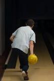 De bowlingspeler probeert om uit het Blijven te nemen Spelden Royalty-vrije Stock Fotografie