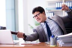 De boze agressieve zakenman in het bureau Royalty-vrije Stock Afbeeldingen