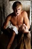 De boze, mannelijke vampier wil zijn prooi bijten Royalty-vrije Stock Foto's