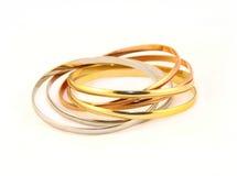 Or de bracelets en métal et argent de couleur Photos stock