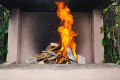 De brand in de grill Stock Afbeeldingen