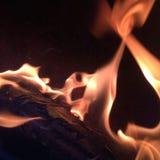 De brand die binnen brandt Stock Afbeeldingen