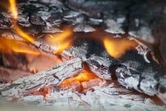 De brand en de steenkolen sluiten omhoog Stock Fotografie