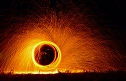 De brand toont bij nacht Stock Foto's