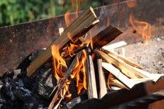 De brand van de brand in de grill Stock Afbeelding