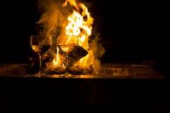 De Brand van twee Wijnglazen royalty-vrije stock foto's