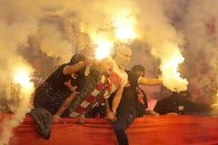 De brand van voetbalventilators hooligans royalty-vrije stock afbeeldingen