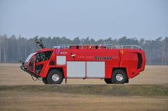 De brand-vrachtwagen van de luchthaven Stock Afbeeldingen