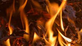 De brand is zeer dicht bij nacht