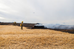 De Brandbestrijder Helicopter Dropping van de Spainsh zoals-355N Civiele Bescherming stock afbeeldingen
