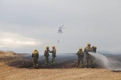 De Brandbestrijder Helicopter Dropping van de Spainsh zoals-355N Civiele Bescherming stock fotografie