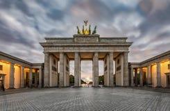 De Brandenburger-Piek in Berlijn, Duitsland in dalingstijd Stock Foto