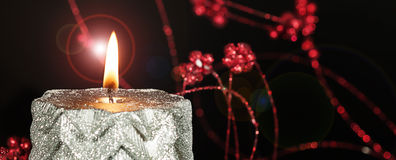 De brandende Vlam van de Kerstmiskaars Royalty-vrije Stock Foto's