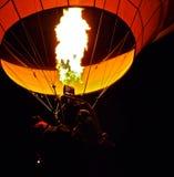 De Brander en de Vlam van de hete Luchtballon in Dawn royalty-vrije stock afbeelding