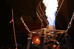 De Brandervlammen van de hete Luchtballon Stock Afbeeldingen