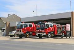 De Brandinstantie van het Maryboroughland (CFA) post met voertuigen klaar voor actie op een Totale dag van het Brandverbod Stock Foto's