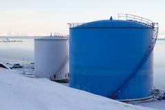 De brandstoftanks in Longyearbyen, Spitsbergen (Svalbard) noorwegen Stock Afbeelding