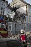 De brandvechter kondigt aan dat hij bij lijstoverlevende en hij nee vond stock fotografie