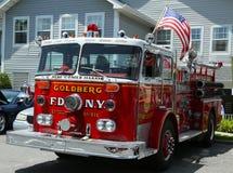 De brandvrachtwagen op vertoning bij de auto van het Molenbassin toont Royalty-vrije Stock Afbeeldingen