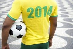 De Brasil jogador 2014 de futebol que guarda o Rio da bola de futebol Fotos de Stock