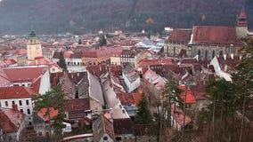 De Brasovkerk van de binnenstad, zwarte, middeleeuwse stad op mening stock footage