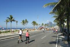 De Braziliaanse Schoenen Rio de Janeiro Brazil van de Vrouwenreactie Stock Fotografie