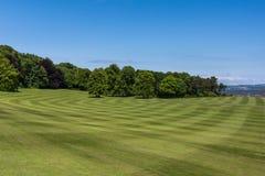 De brede gazons van Dalmeny-Huis, Edinburgh, Schotland, het UK stock afbeeldingen