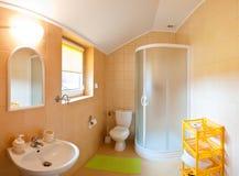 De brede hoek van de badkamers Stock Foto