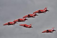 De brekende vorming van RAF Red Arrows aan land Royalty-vrije Stock Fotografie