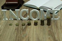 De brief van de de stapeltekst van het inkomensmuntstuk royalty-vrije stock foto