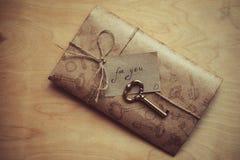 De brief van de liefde voor de dag van de valentijnskaart Stock Foto