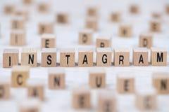 De brievenachtergrond van de Instagram houten kubus stock fotografie