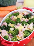 De broccoli milanese troffen voor het koken in de oven voorbereidingen Stock Foto's