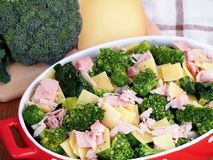 De broccoli milanese troffen voor het koken in de oven voorbereidingen Royalty-vrije Stock Foto's