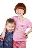 De broer en de zuster omhelzen Stock Foto