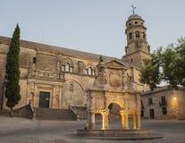 De bron van Santa Maria en kathedraal van Baeza stock afbeelding