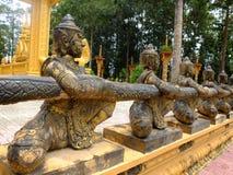 De bronsstandbeelden in de tempel van de tempelvam Ray van Vam Ray, de provincie van Tra Vinh, Vietnam Royalty-vrije Stock Afbeeldingen