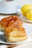 De broodjes, de citroenen en de thee van de rookwolk royalty-vrije stock fotografie