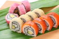 De broodjes van Californië, makisushi, Japans voedsel Stock Afbeeldingen