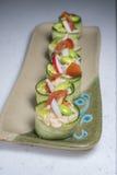 De broodjes van de komkommerrijst op plaat Stock Afbeelding